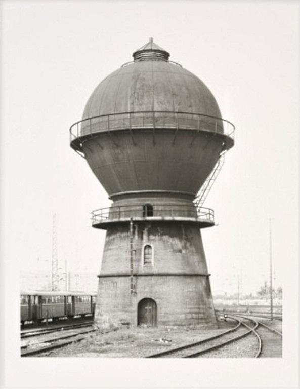 Bernd und Hilla Becher: 'Wasserturm Trier-Ehrang, 1982', Original Silbergelatineabzg von 2009, signiert und nummeriert, lim. Auflage 100 Exemplare, Format 18.5 x 24 c