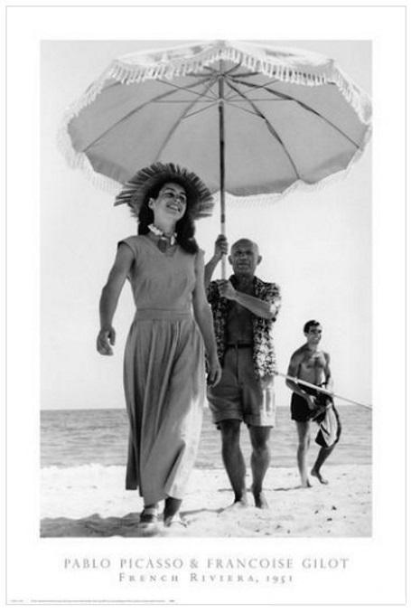 "Robert Capa: ""Picasso und Françoise Gilot"", France, 1951, Offsetlithografie des Magnum Photos als Poster, Gesamtformat : 91 x 61 cm, Bildformat : 76 x 51 cm."