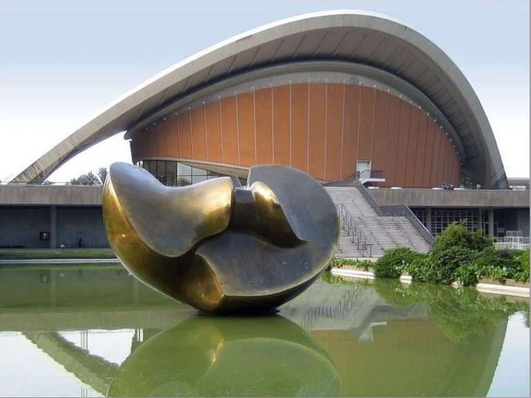 Henry Moore – Monumental Visions